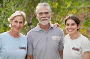 """James """"Jim"""" Myers,  con la moglie Erika e la figlia Claire"""